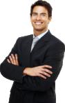 Скачать PNG картинку на прозрачном фоне Мужчина со сложенными румаки в костюме, улыбается, смотрит вперед